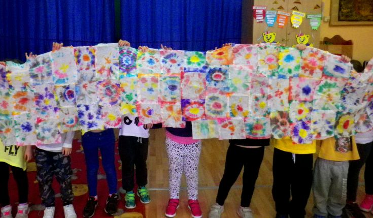 Όλοι μαζί κομματάκι κομματάκι καταφέραμε να φτιάξουμε ένα αραχνοΰφαντο φόρεμα για την Ειρήνη! Γιατί μόνο όταν προσπαθήσουμε όλοι μαζί, όταν προσφέρουμε όλοι μαζί, μπορούμε να κάνουμε την Ειρήνη να …