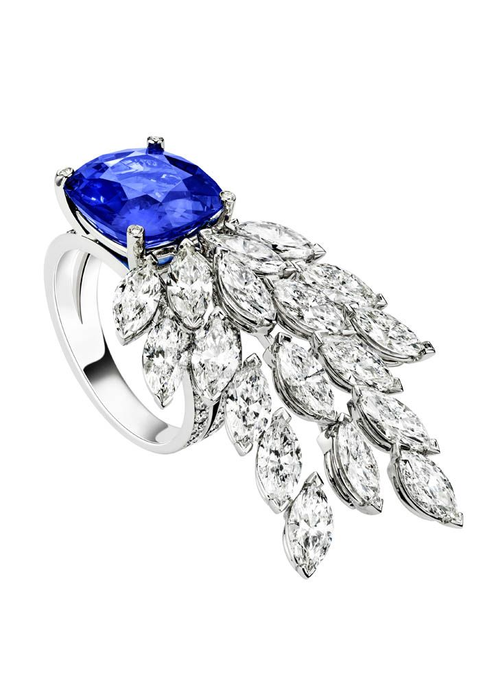 Piaget Ring in 18K white gold set with 1 cushion-cut blue sapphire 18 marquise-cut diamonds and 48 brilliant-cut diamonds.