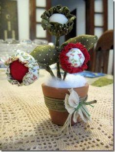 Como fazer um vaso com flores de fuxico