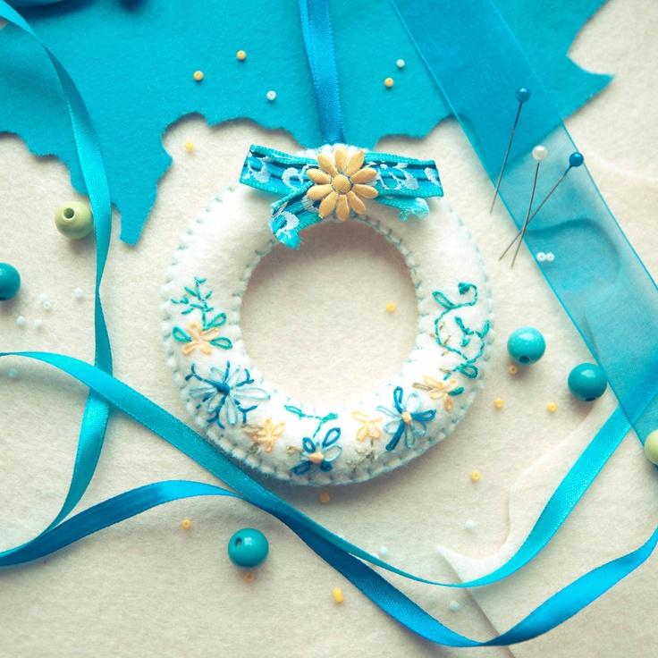 Handmade by Martha Stark tags: #handmade #marthastark made of #felt #decoration #rekodzielo #bead #thread #white #blue #fancywork #ribbon