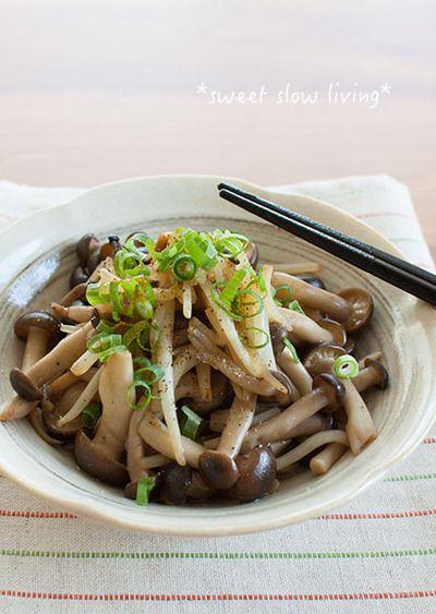 簡単お弁当おかず!もやしとしめじの麺つゆカレー炒め。ガリバタベーコンエピ。