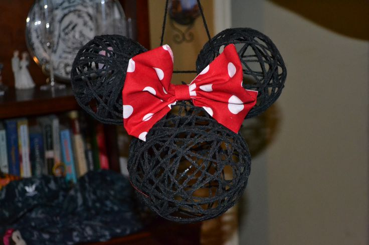 used the yarn lantern idea and made a few minnie mouse to use as party decor