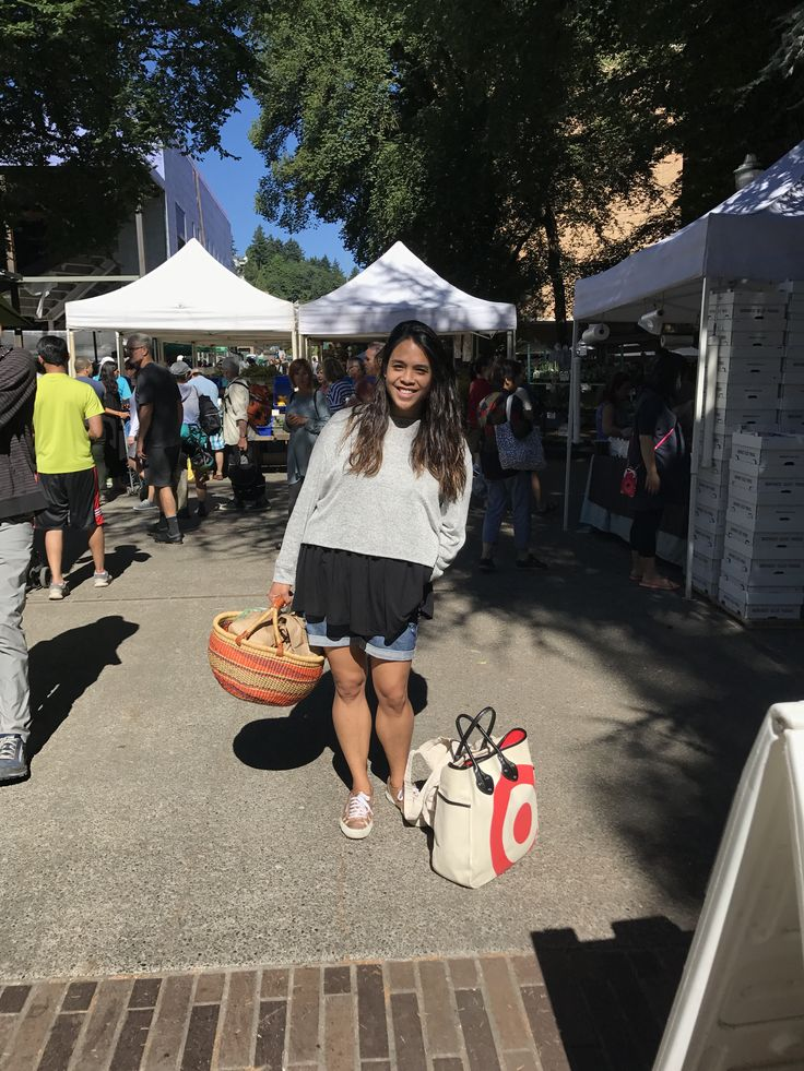 Hit the PSU farmers market for some goodies. It was cool enough to wear my Muse Top and Pullover:) Funny story though is right after this photo, a bit pooped on me! Good thing I had the layers to take the pullover off! 😂🙌🏽🦆🙈  #agnesanddora #saturdaymorning #styledbyjenp #goodluck #psufarmersmarket #pdx #goodattitude