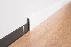 Quick-Step skirting boards - These skirting board covers can be placed over your existing skirting boards. Installation is quick and there's no risk of damaging your wall.