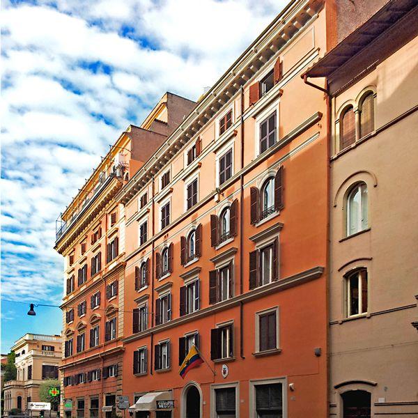 Studio Fotografico Studio154 nel centro di Roma. Fotografia professionale a 360°. Noleggio Fotografico, Affitto sala di Posa, Noleggio Studi Fotografici a Roma.
