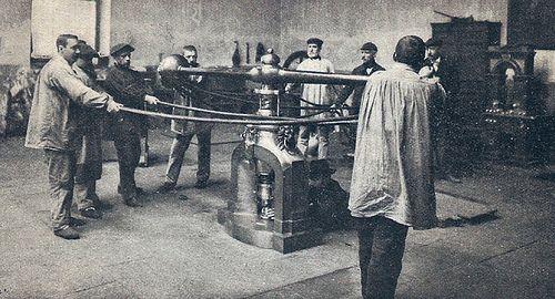 1897. La troqueladora de la Casa de la Moneda. Fotografía de Franzen | Flickr: Intercambio de fotos