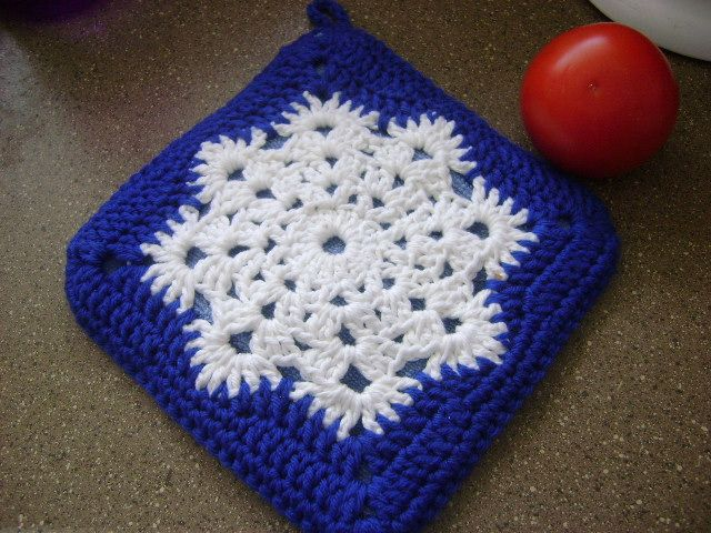 Crocheted Snowflake Hotpad - this is the link to the original pattern: web.archive.org/...