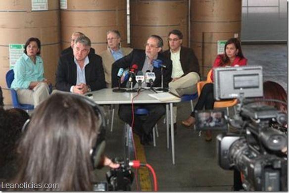 El Nacional y El Impulso aún no reciben divisas para papel periódico - http://www.leanoticias.com/2014/03/19/el-nacional-y-el-impulso-aun-reciben-divisas-para-papel-periodico/