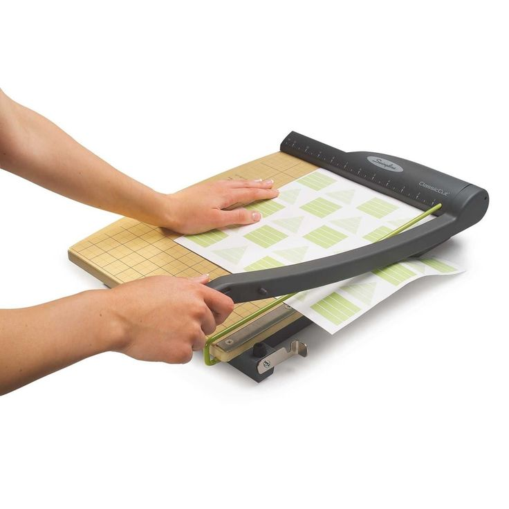 The Swingline 15-Inch Guillotine Trimmer ClassicCut Pro is Swingline's best guillotine paper cutter. It is perfect for your daily cutting need especially for high capacity, large format papers.