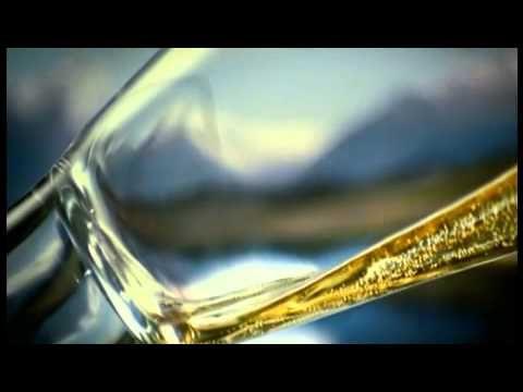 Gösser hat zur Ski Weltmeisterschaft in Schladming ein spezielles Bier entwickelt. Michael Walchhofer präsentiert das Gösser WM Gold.