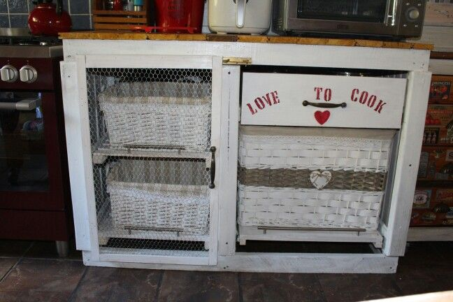Cupboard madebwith pullmout draws  for baskets