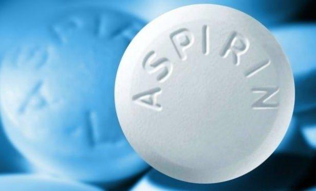 Aspirin'i suratınıza sürün ve bekleyin