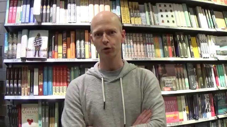 """Kenneth Bøgh Andersen anbefaler en bog der har betydet noget særligt for ham. Hør hvorfor det var en god idé at have solbriller på, når man læser """"Vejen """" i ..."""