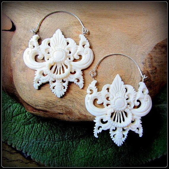 Tribal Festival Style Carved Bone Earrings Like Fake Gauge Layer W Grommets Eyelets Tunnels Silver Wire Belly Dance Fusion Fashion Jewelry By