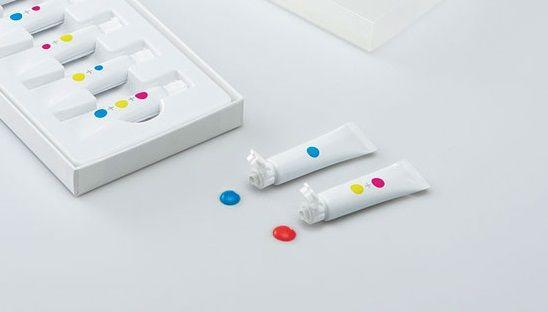 Японские дизайнеры создали безымянные краски, которые изменят обучение детей цветам - http://wuzzup.ru/yaponskie-dizayneryi-sozdali-bezyimyannyie-kraski-kotoryie-izmenyat-obuchenie-detey-tsvetam.html