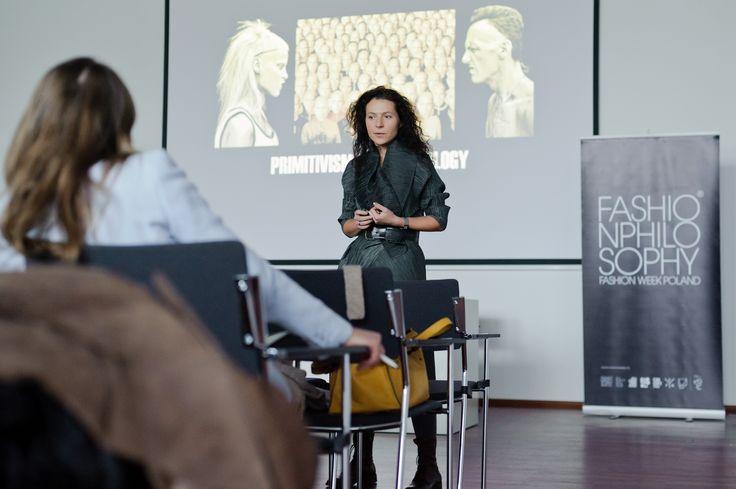 Wymiary czasu przyszłego. Przegląd trendów jesień-zima 2014/2015 – prowadzenie: Olga Nieścier, 9. FashionPhilosophy Fashion Week Poland, fot. Łukasz Szeląg #fashionweekpoland #fashionphilosophy #letthemknow #szkolenie #fashion #inspirations