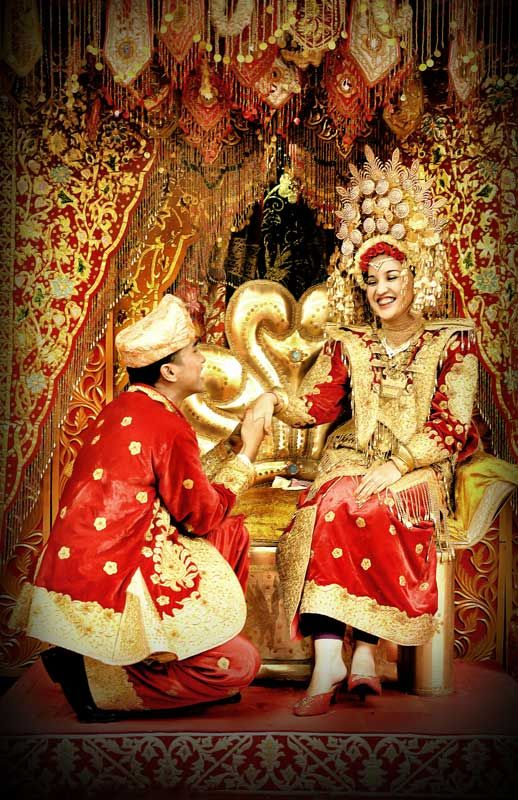 Formal Indonesian wedding photographs in which the bride wears the suntiang