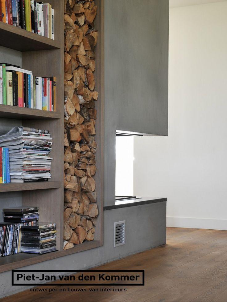 Luxe woonboerderij - Piet-Jan van den Kommer - woonkamer openhaard boekenkast