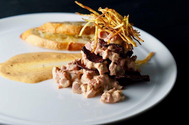 Idée recette pour célébrer la Saint-Valentin. Un tartare de boeuf accompagner de pommes de terre Mamzells. Une recette de @tastevino