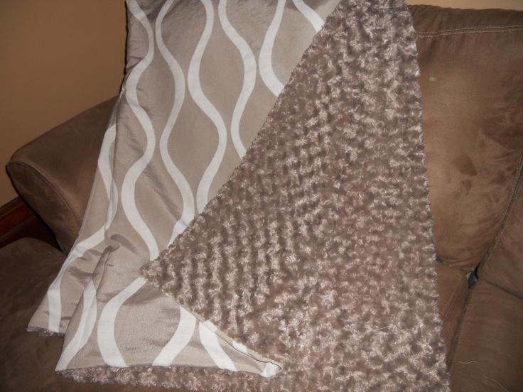 Reversable throw blanket - ivory waves