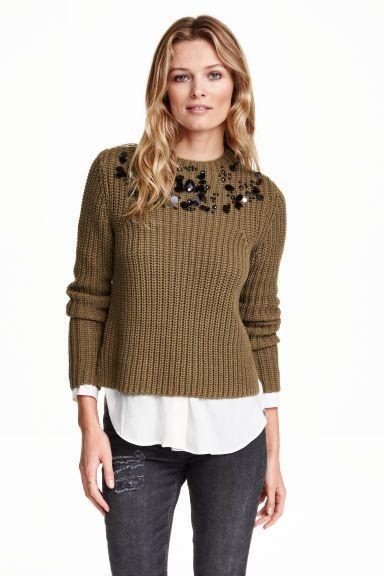 Camisola com lantejoulas: Camisola de mangas compridas em malha canelada de mistura macia de algodão com meia gola e bordado de contas e lantejoulas na parte superior.