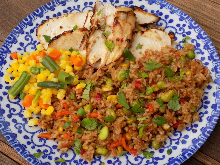 Delicious Meals Made Easy With @LingLingAsianKitchen PLUS a Giveaway! Fried Rice Dishes Available In A Delicious Array Of Flavors and Combinations! Enter To Be 1 of 10 $100 Gift Card Winners! Ends 11/22 ~ #Ad #LingLingFriedRice #LL ~ Enter Here ----> http://goic.io/ry4M2u