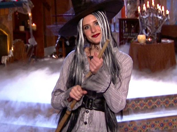 DIY Witch Costume via @DIY Network