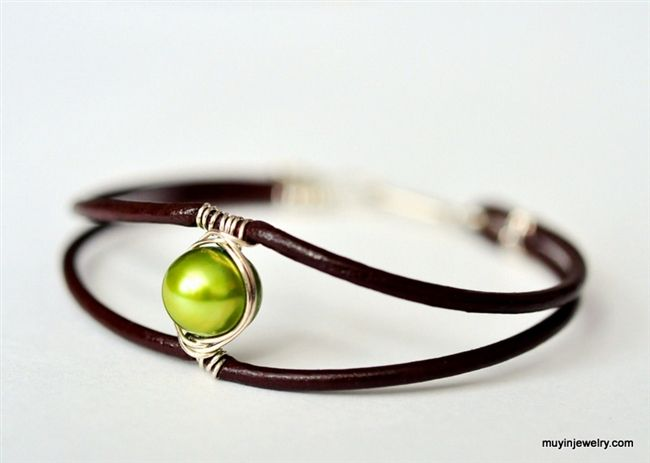 Nice wire-woven mount on this pearl & leather cuff bracelet #handmade #jewelry