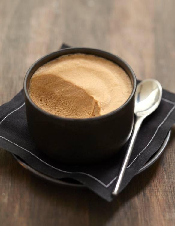 Pour passer un bon Friandises et biscuits avec vos amis, voici une recette pour faire Mousse chocolat-café.