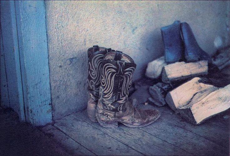 La librairie Artazart, basée Quai Valmy à Paris, organise en présence de Bernard Plossu le lancement du livre Western Color. Le rendez-vous est donné le jeudi 23 juin à 18 heures. L'occasion de découvrir les photographies couleur de Plossu réalisées aux Etats-Unis dans les années 70 et 80. Une sélection d'images en tirage Fresson sera d'ailleurs exposée cette été à la librairie en parallèle de son exposition lors des Rencontres d'Arles.