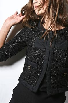 Chanel chaqueta negra brillo tipica chanel