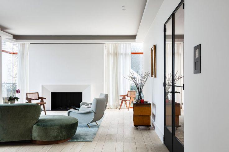 25 beste idee n over moderne woonkamers op pinterest moderne inrichting witte sofa decor en for Deco woonkamer moderne woonkamer