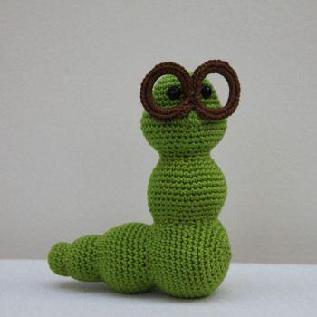 Free bookworm crochet pattern :-)
