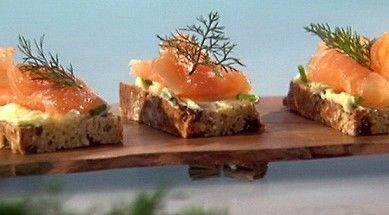 Nigella lawson 39 s smoked salmon soda breads from nigella for Canape ideas nigella