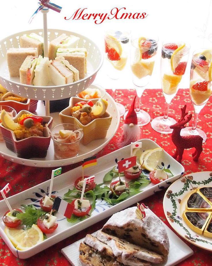 """""""#ホームパーティ  おもてなしXmasパーティ  サンドイッチ パエリア スモークサーモンのマリネ トマトとモッツァレラチーズ ジェノベーゼソース  サングリア風ドリンクは フルーツを一口大にカットして グラスに入れ、炭酸水を注いだもの 飲む前にリンゴ酢を加えて味をつけます…"""""""