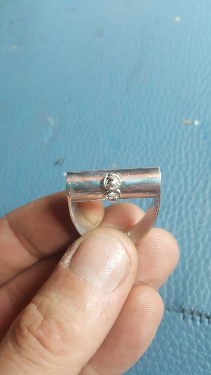 handmade silver ring with box-op-top , ball lock and tiny spiritlevel inside.