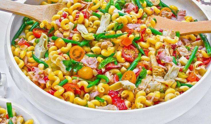 Μια πληθωρική σαλάτα γεμάτη φρεσκάδα, με υπέροχους γευστικούς συνδυασμούς και ζωηρά χρώματα, που θα ενθουσιάσει τους καλεσμένους σας.