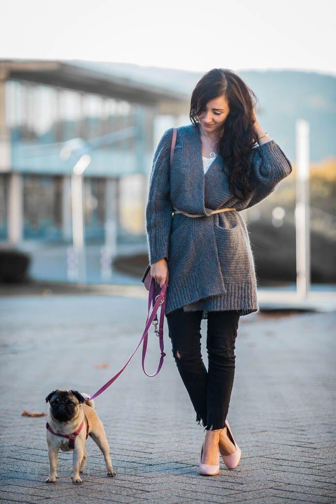 Outfit grauer Cardigan von Repeat Cashmere, Röhrenjeans und rosa Pumps von ZARA | Julies Dresscode | #ootd #fashionblogger #juliesdresscode #bigknit