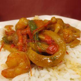 Crevettes et calamars aux saveurs curry et coco