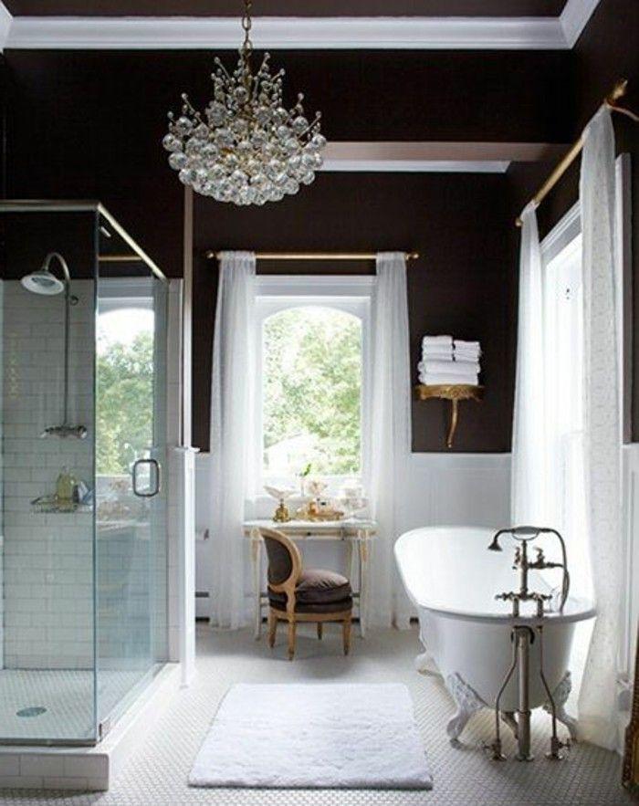 jolie salle de bain de style retro, baignoire fonte ancienne et les baignoires anciennes