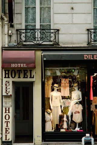 Bringing you the latest in global travel, Marie Claire has brought you more très chic scenes of Paris. Between exploring vintage shops on Rue Saint Paul to hitting up the local bistros on Place Saint Paul, we brought you the best sites of Paris.