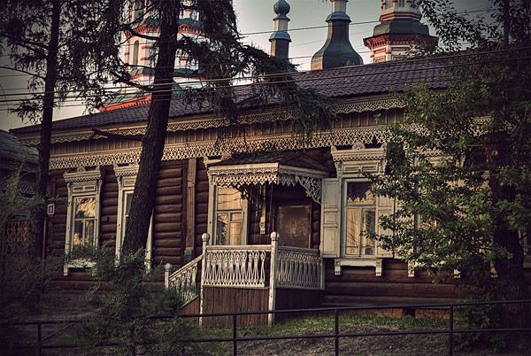 Old Russian House | The Happy Wanderer