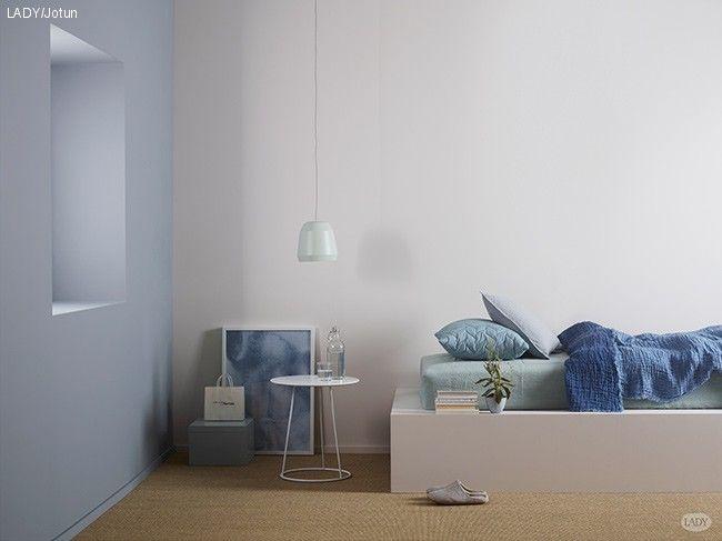 Jotun-Lady-Pure-Color-4710-Duggblå og refleksjon