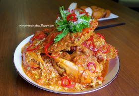 When one mention Singapore, who doesn't know Chilli crab? This popular seafood dish had been around since 1956. Fresh crabs stir-fried in a ...