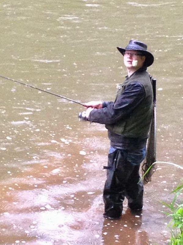 Angler mit Maiskolbenpfeife | www.Seine-Durchlaucht.de