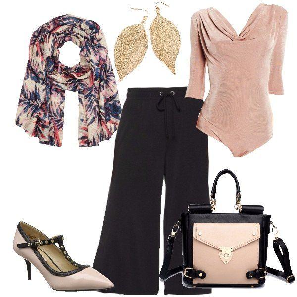 Bicolore rosa e nero, con vestibilità comoda, adatto all'ufficio o per una serata informale. Body abbinato alla gonna pantalone a vita alta con elastico. Scarpa e borsa sono bicolore.