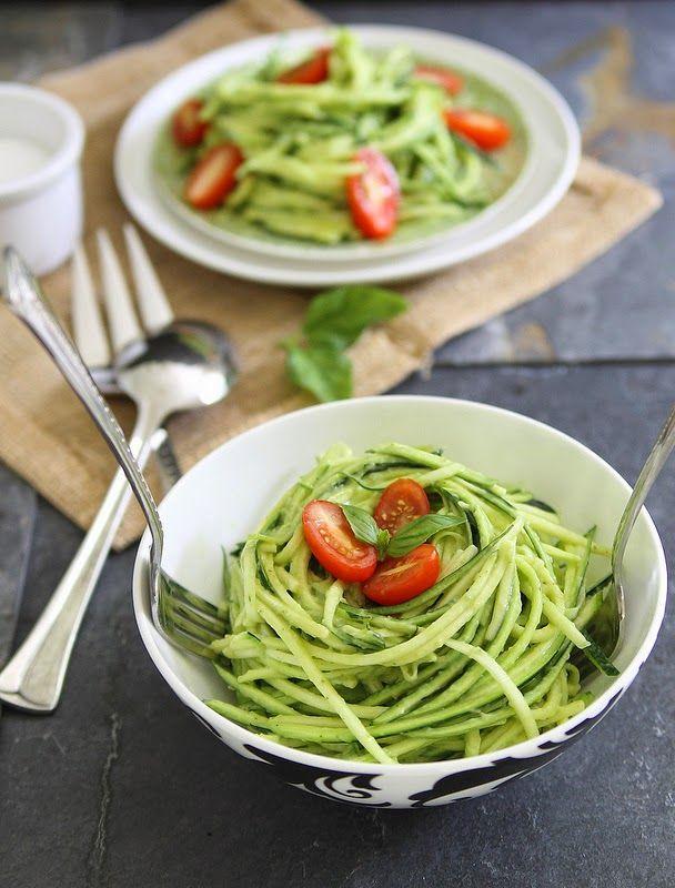 Koolhydraatarm dieet en recepten: Courgette pasta met avocado crème saus