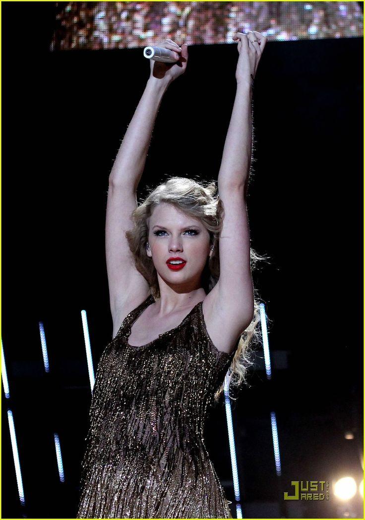 Taylor Swift: CMA Music Festival Sweetheart
