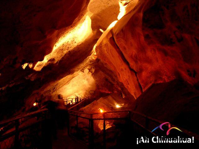 TURISMO EN BARRANCAS DEL COBRE. Las grutas de Coyame, ubicadas a solo dos kilómetros de Coyame están formadas por depósitos de carbonato de calcio de origen orgánico. Estas grutas son de roca caliza acumulando en sus paredes estalactitas y estalagmitas, lo que le da un toque único. Le invitamos a visitar este maravilloso lugar en el estado de Chihuahua.  #turismoenchihuahua