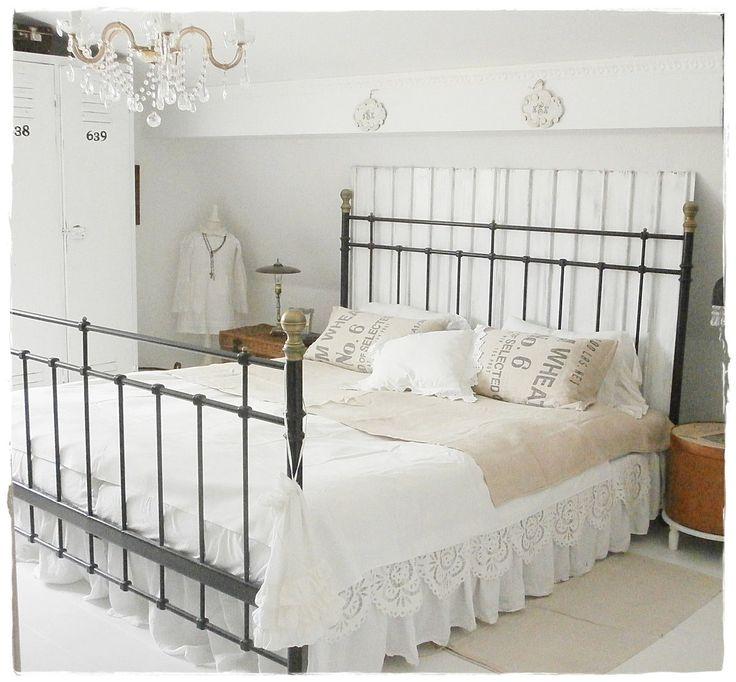 Die besten 25 schlafzimmer landhausstil ideen auf for Einrichtungsbeispiele kleines schlafzimmer